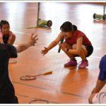 廣瀬栄理子が大和郡山市でバドミントン教室。「毎日コツコツ積み重ねを」と指導